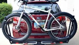 S bicyklom na aute