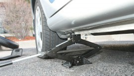Jarná údržba vozidla, ktorú zvládnete sami